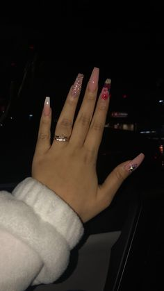 The advantage of the gel is that it allows you to enjoy your French manicure for a long time. There are four different ways to make a French manicure on gel nails. Bling Acrylic Nails, Aycrlic Nails, Glam Nails, Best Acrylic Nails, Acrylic Nail Designs, Hair And Nails, Acryl Nails, Fire Nails, Nagel Gel