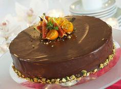 """Konfektmoussekake - Lekker festkake som garantert vil falle i god smak. Dette er særlig en kake for den litt """"voksne"""", men er du glad i sjokolademousse blir det en hit uansett."""