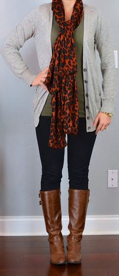 outfit post: green t-shirt, grey boyfriend cardigan, black skinny jeans, animal print scarf