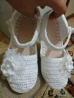 Z Crochet Sandals, Crochet Shoes, Crochet Slippers, Crochet Baby, Knit Crochet, Crochet Flip Flops, Ballet Shoes, Dance Shoes, Boot Cuffs