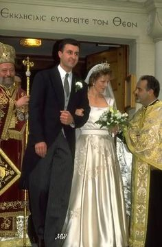 Royal Weddings Message Board: Here are some photos of Margarita's wedding Royal Wedding Gowns, Royal Weddings, Wedding Dresses, Royal Queen, King Queen, Romanian Royal Family, Wedding Messages, Royal Crowns, Royal Brides