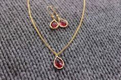 Gold ruby earrings & necklace http://www.bedreamy.es/product/kiw