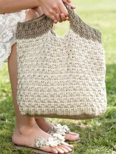 Free Crochet bag pattern - Now this is a cute bag I would use!! - Couldn't figure out how to get the free pattern though....Lots of lovely items on this site though.