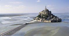 Lugares desconhecidos que merecem sua visita – Parte 2 Le Mont Saint-Michel é uma ilha comuna na Normandia. A ilha e a sua baía fazem parte da lista de Patrimônios Mundiais da UNESCO.  Leia mais em http://misteriosdomundo.com/lugares-desconhecidos-que-merecem-sua-visita-parte-2#ixzz2v2s6Kf2s