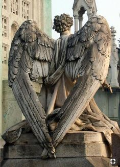 MATIN LUMINEUX: Cimetière monumental de Milan: Beautifully made, but also creepy for me now; if you've watched Doctor Who you know what the Weeping Angels are! Wish I could look at those statues like I used to. Cemetery Angels, Cemetery Statues, Cemetery Art, Angels Among Us, Angels And Demons, Statue Ange, Art Ancien, I Believe In Angels, Ange Demon
