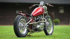 The model from the bespoke British bike builders founded by TV presenter Henry Cole, the new Gladstone Motorcycles SE Bobber has arrived Motorcycle Companies, Motorcycle Manufacturers, British Motorcycles, Custom Motorcycles, Bobber Handlebars, Norman, Henry Cole, Build A Bike, Triumph Bikes