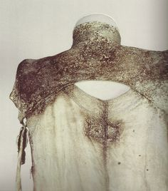 """xiaoty: """" martin margiela outfit treated with microorganisms, photographed by bob geodewaagen """" Textiles, Textile Design, Textile Art, Fashion Details, Fashion Design, Fabric Manipulation, Mode Inspiration, Minimal Fashion, Couture"""