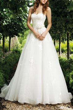 Robe de mariée à A-ligne élégante en organza décolletée en coeur avec applique. Cliquez pour l'acheter : http://www.persun.fr/robe-de-mariee-a-aligne-elegante-en-organza-decolletee-en-coeur-avec-applique-p-2616.html