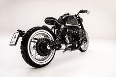 Ares Design's latest luxury motorcycle project: Custom retro style BMW R nineT roadster, shot on the streets of Modena Bmw Motorcycles, Custom Motorcycles, Custom Bikes, Custom Bmw, Ducati, Yamaha, Nine T, 2017 Bmw, Buy Bike
