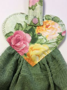 Rose/Hanging Oven/ Refrigerator towel/Rose Button Hanging Oven/ Refrigerator towel by on Etsy Sewing Hacks, Sewing Tutorials, Sewing Crafts, Sewing Projects, Hand Quilting Patterns, Sewing Patterns, Dish Towels, Hand Towels, Tea Towels