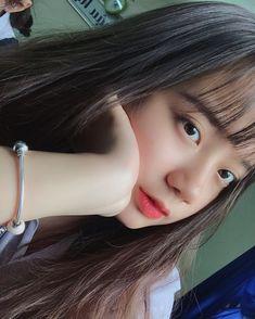 Trong hình ảnh có thể có: một hoặc nhiều người, ảnh tự sướng và cận cảnh Ulzzang Korean Girl, Cute Korean Girl, Uzzlang Girl, Selfies, Anime Hair, Boy Art, Kawaii Girl, Sexy Asian Girls, Aesthetic Girl