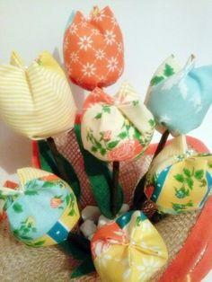 Feito em juta e tulipas 100% algodão. Fazemos também em outras cores. Consulte mostruário. R$ 18,90