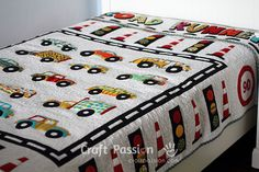 Free pattern and tutorial to sew a vehicle and traffic theme aka road runner quilt blanket specially designed for boy, with printable applique templates.