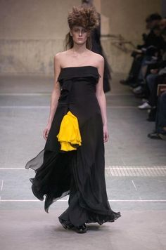 2a6c72a40fab Yohji Yamamoto Fall 2005 Ready-to-Wear collection.
