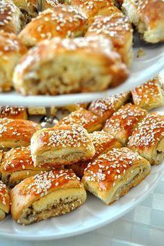 Tahinli Cevizli Kurabiye Tahini Walnut Cookies The post Tahini Walnut Cookies appeared first on Pink Unicorn. Pizza Pastry, Savory Pastry, Cookie Desserts, Cookie Recipes, Ramadan Desserts, Walnut Cookies, Bakery Recipes, Turkish Recipes, Snacks