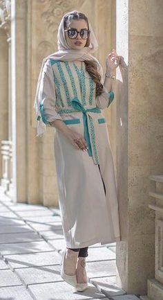 Dress With Cardigan, Coat Dress, Hijab Fashion Inspiration, Style Inspiration, Abaya Fashion, Fashion Dresses, Iranian Women Fashion, Womens Fashion, Pav Recipe