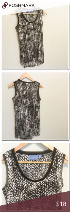 13c556ab6afe2 SALESimply Vera Wang High Lo Tank NWOT Simply Vera Wang High Lo Tanka White  Gray and Black - Contrasting piping around neckline - Content 100 %  Polyester ...