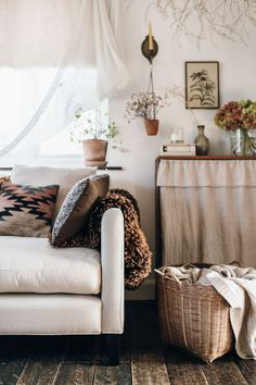 my scandinavian home: 12 Budget Friendly Ways To Transform Your Living Room Into a Cosy Winter Haven! Cosy Winter, Cosy Corner, Living Spaces, Living Room, Cozy Living, Small Living, Modern Living, Bedroom Ceiling, Linen Sofa