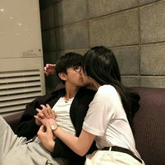 Pin de ngữ lạc thiên ái em couple милые пары, пара e кореянка. Girl Couple, Sweet Couple, Love Couple, Korean Girl Ulzzang, Couple Ulzzang, Couple Aesthetic, Korean Aesthetic, Parejas Goals Tumblr, Couple Goals Cuddling
