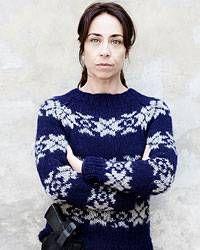 """Stricken: Ein Norweger-Pullover à la Kommissarin Lund - """"Warm angezogen gegen das Böse: Sofie Gråbøl alias Kommissarin Sarah Lund trägt ihn und alle anderen wollen auch so einen: einen blau-weißen Norweger-Pullover. Wir zeigen Ihnen, wie Sie sich ein ähnliches Exemplar stricken können."""""""