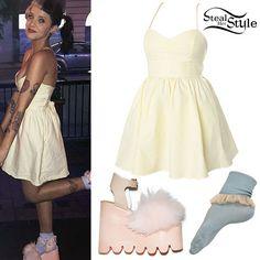Melanie Martinez: Yellow Dress, Fluffy Shoes