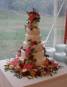 creative cake tables for weddings | Creative people - teach me how to make my wedding magical. - reception ...