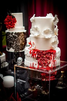 """Gothic Wedding Cakes - Dark Side of Love - the """"bleeding cake"""" may have been inspired by #The Walking Dead series. Thx @La Farme / Anne Edgar"""