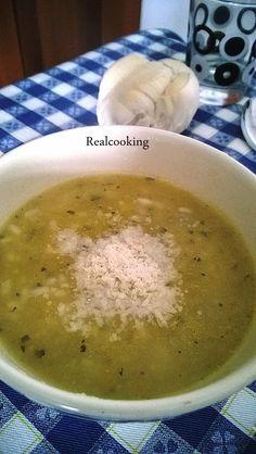 Minestra di porri, patate e riso Chowder Recipes, Soup Recipes, Healthy Recipes, Italian Soup, Italian Recipes, Zuppa Soup, Beef Tagine, Vegetable Soup Healthy, Beef Casserole
