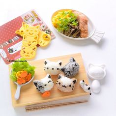 another meowlicious Monday. Thanks to the Neko Onigiri set maker from @shop_jolie_sg. I was feeling lazy today but thanks to the rice mold set these cute kitties were completed in about ten minutes!! Woo hoo and with the cooking washing and everything done in less than 1 hour. @shop_jolie_sg has some of the cutest bento gadgets and accessories. Use code 'littlemissbento' for 10% discount off your purchases. Grey rice = ground black sesame Japanese rice. Brown rice = teriyaki sauce Japanese…