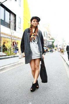 Arisa Fukushima wearing EMODA, ESPERANZA, MARC BY MARC JACOBS, one*way, and vintage pieces in Harajuku  | Fashionsnap.com