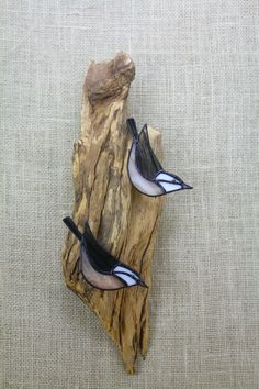 Red Breasted Nuthatch Pair, Birds, Stained Glass Wall Hanging Sculpture Approximately life size pair of Stained Glass Red Breasted Nuthatches on real weathered wood. Birds are approx. 4.5-5 Overall size is approx. 15.5 tall x 6. wide x 2.25 deep  All shipments fully Insured.  Sending a gift? I will include an invoice in your package unless you request that I exclude it. A gift notecard with your message can be included at no extra cost. Just leave instructions in the notes or send me a…