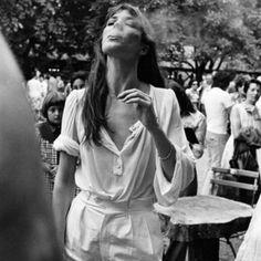 Transe de la manche ballon dégonflée. J'avais déjà passé cette image, qui revient me parler de temps à autre. It means : obsessed by balloon sleeves, by silk, by white blouse. #janebirkin #balloonsleeve