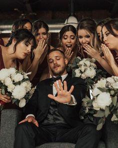 Funny Groomsmen Photos, Groomsmen Wedding Photos, Groomsmen Proposal, Wedding Picture Poses, Wedding Photography Poses, Mehendi Photography, Photography Ideas, Couple Photography, Funny Wedding Photos