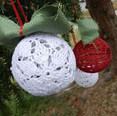 The Poinsettia Christmas Pattern is a free lacy crochet pattern to make and put up on your Christmas tree found on Designs by Diligence. #DIYChristmas #FreeCrochetPattern #ravelry