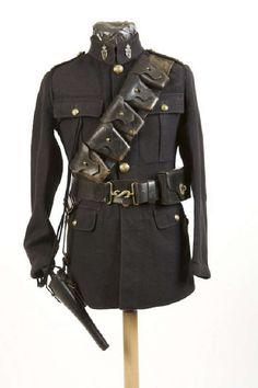 A very rare Royal Irish Constabulary Auxiliary Division jacket, 1918 issue British Army Uniform, British Uniforms, Military Inspired Fashion, Military Armor, Police Uniforms, Well Dressed Men, World War I, Irish, Mens Fashion