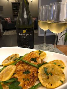 Colio Bricklayers Reward Barrels' Chardonnay with Chicken Francaise. - Essex County Wineries & Breweries 🌷 Make Spring sweet with Bricklayer's Barrels' Chardonnay by Colio! VQA Niagara-on-the-Lake 🙌 Remember this one for the patio! Cream Sauce Pasta, Wine Offers, Essex County, Roasted Meat, Complete Recipe, Barrels, Wineries, Grilled Chicken, Brewery