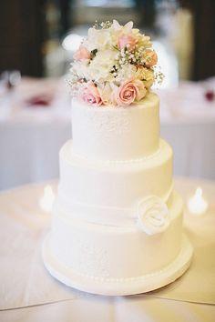 simple wedding cakes with fresh flowers   Wedding Cake With Fresh...