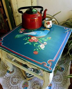 Armarito para cocina, bien cmapestre, el cuarteto imperial de pajaros.......                  Mesitas de luz, romantique...   ...