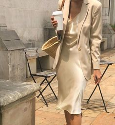 Beige is the color of elegance. And all beige looks are going to be this season's trendy look. I want to make a minimalistic look for you with Zara clothing Look Fashion, Fashion Outfits, Womens Fashion, Fashion Trends, Spring Summer Fashion, Autumn Fashion, Looks Style, My Style, Mode Ulzzang
