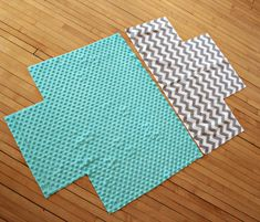 Sew a Changing Pad Cover Tutorial Baby Sewing Projects, Sewing For Kids, Sewing Crafts, Sewing Ideas, Baby Changing Pad, Baby Patterns, Sewing Patterns, Handmade Baby, Diy Baby