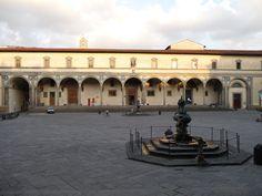 Filippo Brunelleschi, Hospital dos Inocentes, 1419. Primeira obra arquitetônica Renascentista. Arquiteto, buscou nas escavações entender como era a sustentação dos pilares gregos, pois em elas apenas serviam como ornamento. Passa uma nova mensagem através da busca no antigo