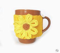 Capa para caneca em crochetAdapta-se às canecasFio 100% AlgodãoPode lavar à mão ou máq. até 40ºPorque todos os dias podem ser floridos.Porque é uma forma original de oferecer flores.