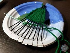 Evergreen Tree Weaving Art with Mrs. Nguyen - - Evergreen Tree Weaving Art with Mrs. Nguyen Evergreen Tree Weaving Art with Mrs. Beautiful Christmas Decorations, Christmas Crafts For Kids, Kids Christmas, Weaving Projects, Weaving Art, Evergreen Trees, Tree Wall Art, Diy House Projects, Art For Kids