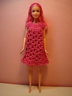 Craft Closet: Crochet Barbie Clothes - I used to make stuff like that eons ago. Maybe I'll try again!
