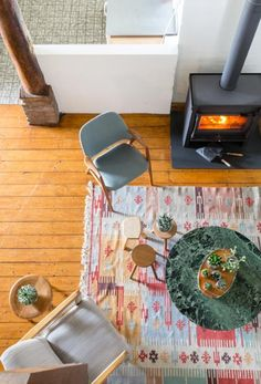 Cozy spot by the fireplace and an colorful carpet   Styling Sabine Burkunk   Photographer Hans Mossel   vtwonen August 2015