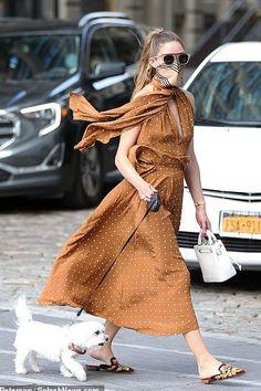 Look Olivia Palermo, Olivia Palermo Outfit, Estilo Olivia Palermo, Olivia Palermo Lookbook, Halter Tops, Star Fashion, Fashion Outfits, Jeans Fashion, Fashion Weeks
