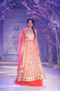 Jyotsna Tiwari 29 Dreamscape Travel Group Destination Wedding & Honeymoon Planners (224) 265-0197 #destinationweddings #honeymoons #Luxuryhoneymoons