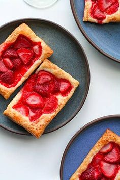 Three-Ingredient Strawberry Tarts 18 Easy And Inexpensive Desserts You Can Make With Puff Pastry Easy To Make Desserts, Delicious Desserts, Dessert Recipes, Diabetic Desserts, Healthy Desserts, Puff Pastry Desserts, Puff Pastry Recipes, Cream Cheese Pastry, Nutella Recipes