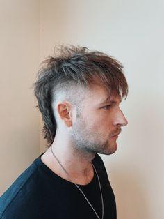 Mullet Haircut, Mohawk Mullet, Mullet Hairstyle, Haircuts Straight Hair, Haircuts For Men, Short Hair Cuts, Mullet Fade, Short Mullet, Mohawk Hairstyles Men
