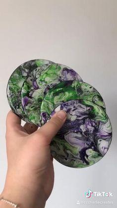 Marble Painting, Pour Painting, Diy Painting, Diy Resin Art, Diy Resin Crafts, Diy Resin Coasters, Aluminum Foil Art, Alcohol Ink Crafts, Diy Epoxy